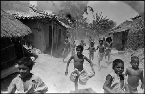 bischof 1951 April Bihar children running