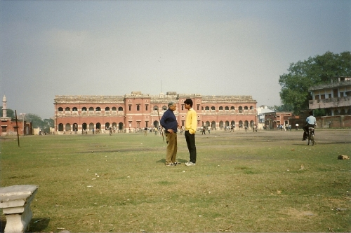 Alumnus and student on the grounds of Ravi's collège