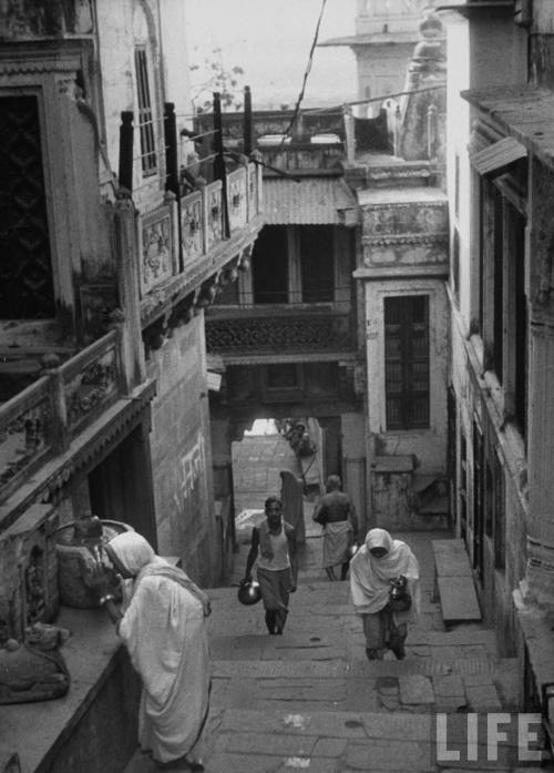 Street scene in Benares 1953, by James Burke