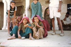 children eating 2