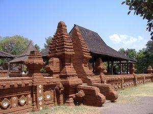Majapahit architecture