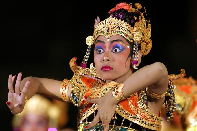 Bali dance face  Iris sans frontières