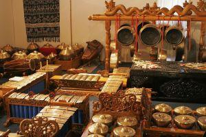 Bali gamelan instruments