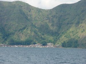 bali-trunyan-village-on-lake-batur
